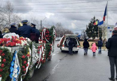 TITU: Ion Nicolae, condus pe ultimul drum de sute de oameni