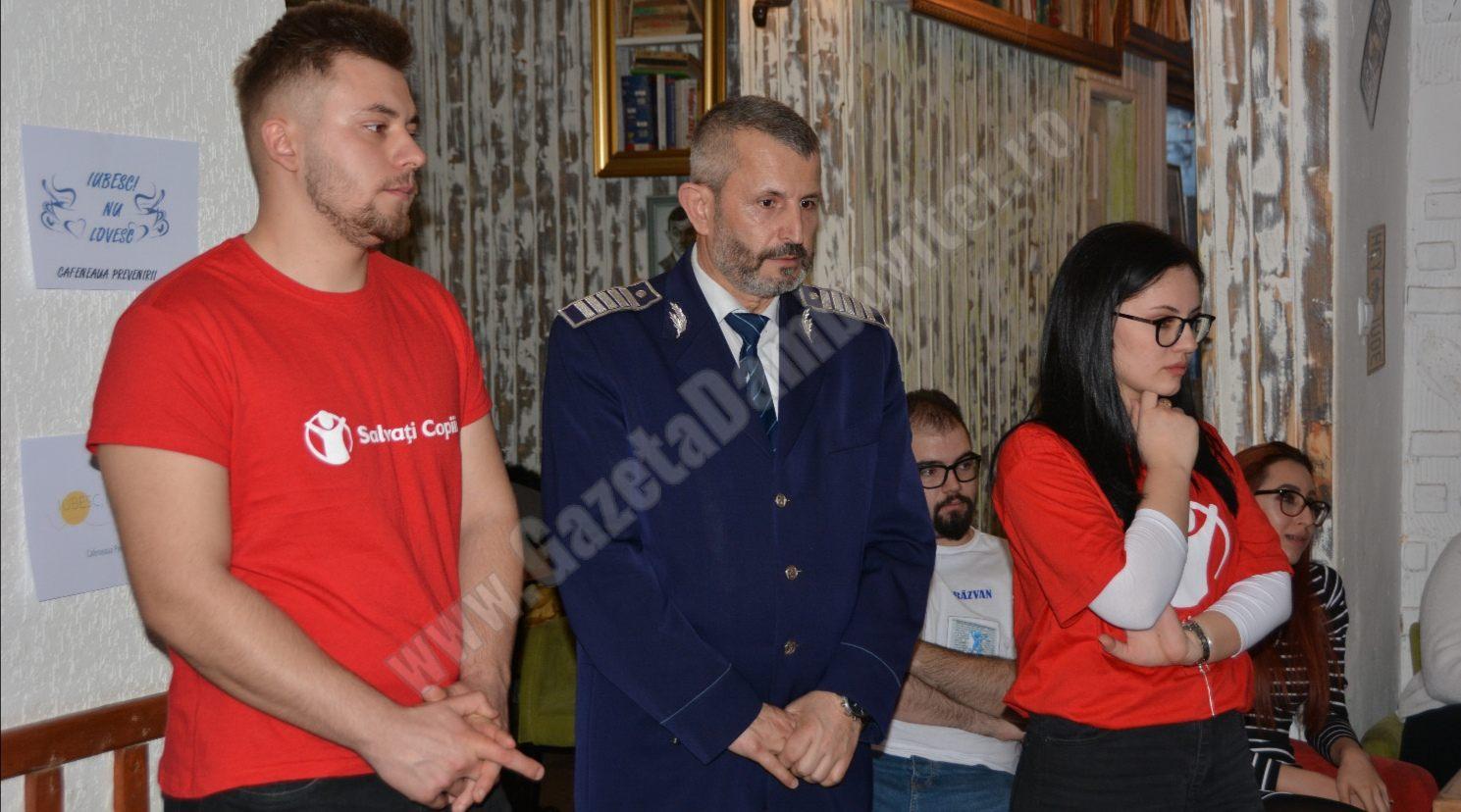 "IPJ DÂMBOVIȚA: ""Cafeneaua Prevenirii –  Iubesc, nu lovesc!"""