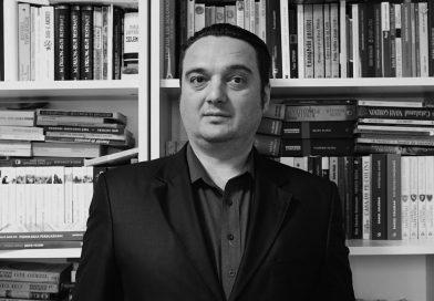TABLETA DE CARTE ȘI FILM: Marius Mihălăchioiu – Zeii americani
