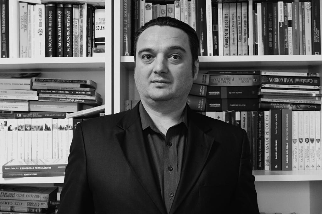 TABLETA DE CARTE ȘI FILM: Marius Mihălăchioiu – Doctorul