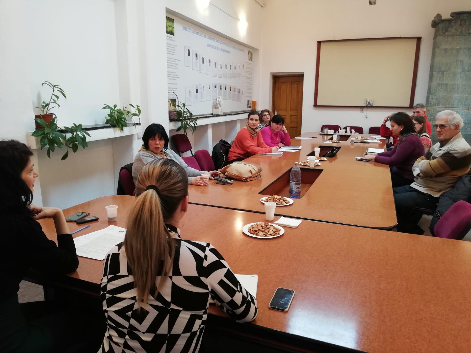 DGASPC Dâmbovița a dezbătut cu furnizorii de servicii din domeniu un plan de acțiune pentru anul în curs