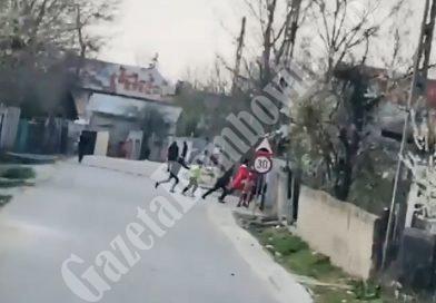 CORBII MARI Covid-19: Romii din Grozăvești iau în râs măsurile de izolare, deși localitatea e focar de coronavirus (VIDEO)