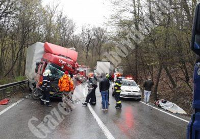 DRAGODANA: Trafic blocat pe DN 72 în urma unui accident între două TIR-uri