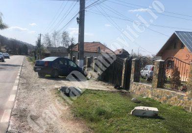 Accident pe DN 72, la Gheboieni. Un șofer s-a oprit într-un stâlp