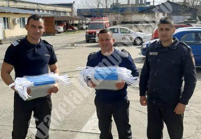 DÂMBOVIȚA Covid-19: Un târgoviștean le-a dus viziere de protecție pompierilor care execută misiuni de intervenție