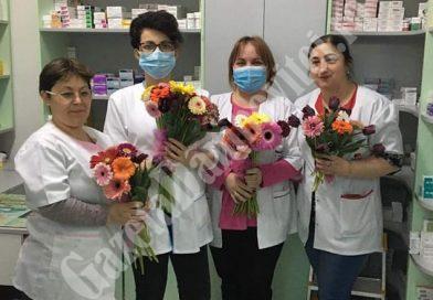 DÂMBOVIȚA Covid-19: Flori pentru farmaciste! Și ele sunt printre categoriile profesionale cele mai expuse