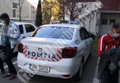 VIDEO: Doi bărbați au bătut doi bătrâni de la care au furat o sumă considerabilă. Au fost reținuți de polițiști
