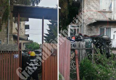 GĂEȘTI: Un tânăr a zburat cu un bolid, într-o casă! E rănit grav