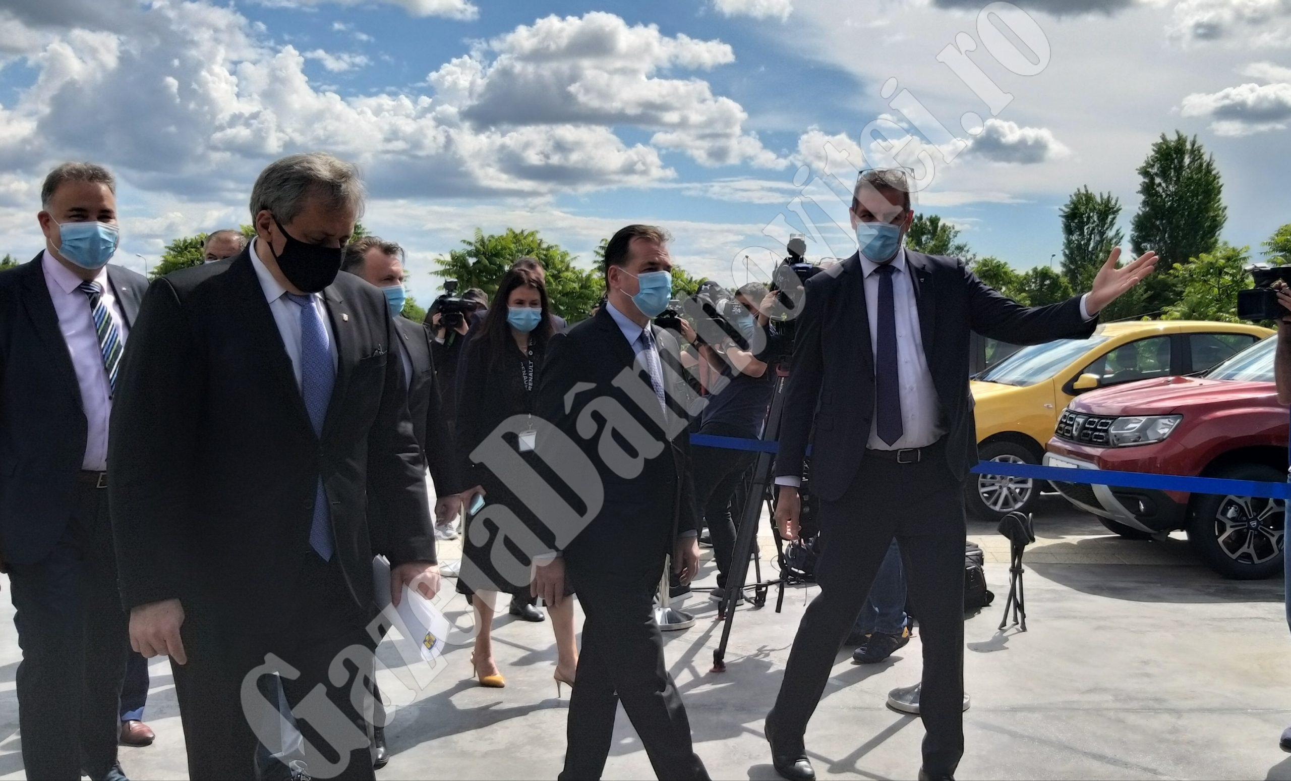Premierul Ludovic Orban se află în vizită la Centrul Renault Titu
