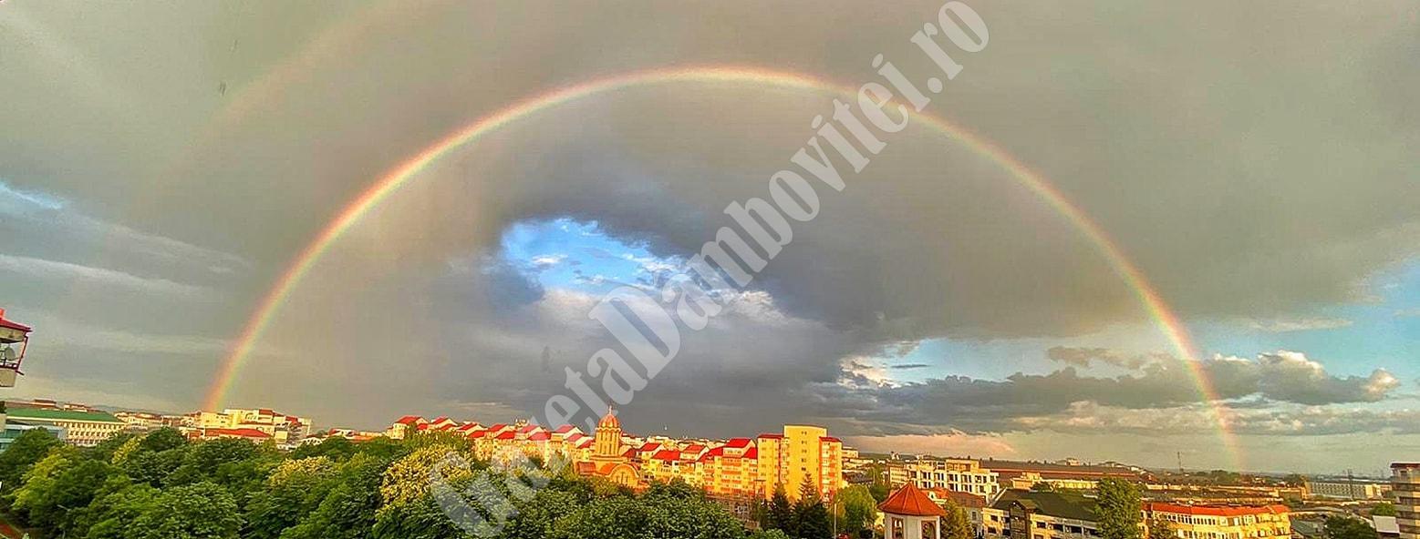 Curcubeu dublu peste Târgoviște – punte între pământ și cer! Superstițiile despre acest fenomen optic impresionant