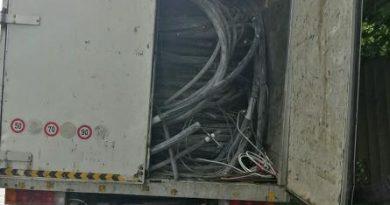 FIENI: Peste 4.000 de kilograme de aluminiu, confiscate de polițiști