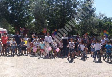 DRAGODANA: Elevii clasei pregătitoare au primit biciclete din partea primăriei