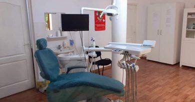 TÂRGOVISTE: Două cabinete stomatologice școlare s-au redeschis azi. Serviciile sunt gratuite pentru elevii din municipiu