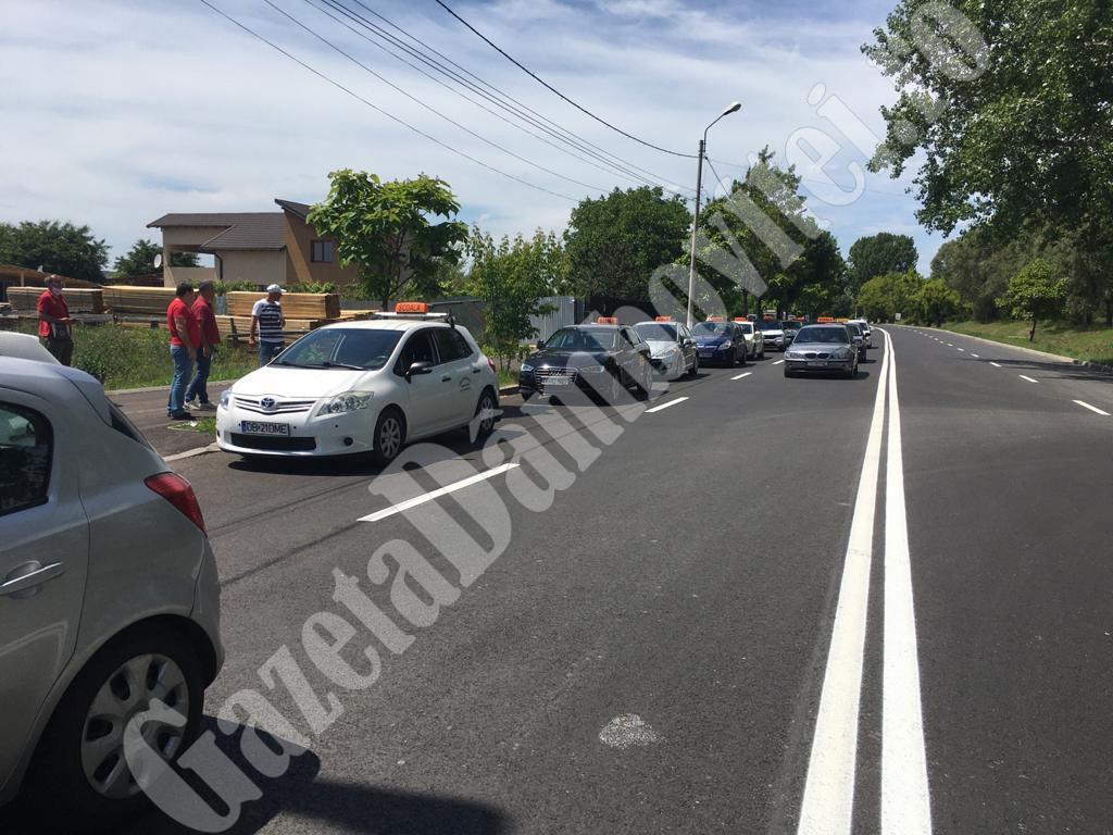 TÂRGOVIȘTE: Protest al instructorilor auto din cauza marcajului de pe centură (VIDEO). S-a găsit și o rezolvare!