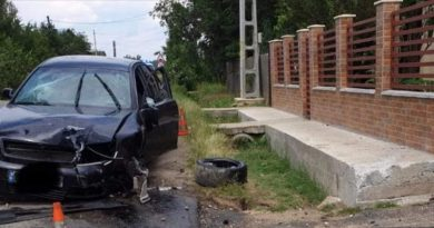 CORBII MARI: A condus fără permis și s-a răsturnat cu mașina