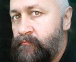 LUMEA  CU  MASCĂ  –  Constantin CIUCĂ – Regele cu pene…