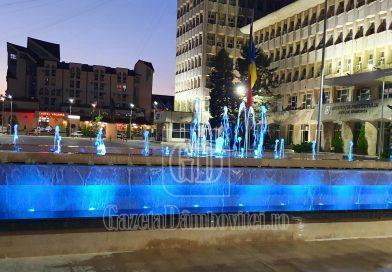 TÂRGOVIȘTE: Probe pentru sistemul de iluminat al fântânilor din Piața Tricolorului