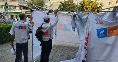 """""""Mergem Înainte!"""" Reacția USR după ce cortul de precampanie din Târgoviște a fost vandalizat"""