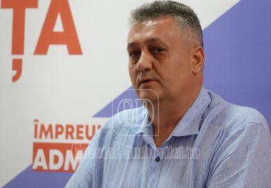 Pe fondul criticilor liberale, Alexandru Oprea a prezentat stadiul realizării Stațiunii Peștera – Padina