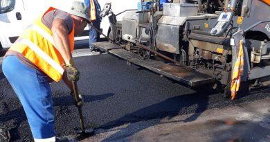 Se toarnă covor asfaltic pe DN 71, între Târgoviște și Doicești