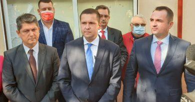 Senatorul PSD Dâmbovița, Titus Corlățean… alături de colegii săi în ziua votului