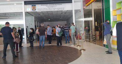 Peste 100 de oameni stau la cozi în Dâmbovița Mall din cauza unei pene de curent