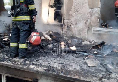 FOTO: Incendiu la o casă de vacanță la Vulcana Băi. O femeie a murit!