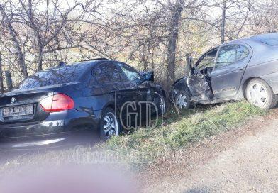 VOINEȘTI: Un șofer de 72 de ani, rănit după ce nu s-a asigurat și a intrat în altă mașină