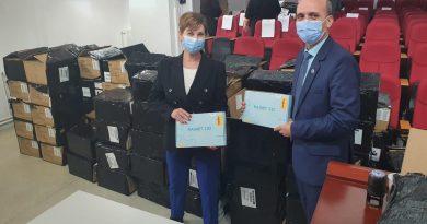 Încă 1200 de tablete pentru elevii din Dâmbovița