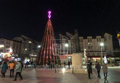 Târgoviște – în lumini de sărbătoare. Cum arată orașul noaptea