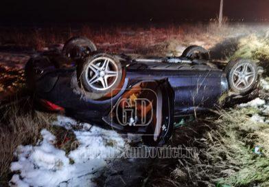 PETREȘTI: O tânără șoferiță s-a răsturnat cu mașina, din cauza vitezei