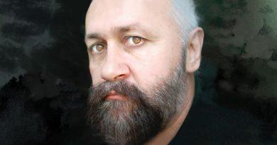 LUMEA  CU  MASCĂ  –  Constantin CIUCĂ – Regele cu pene