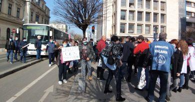 Salariații COS Târgoviște au ajuns la Ministerul Economiei! Oamenii așteaptă salvarea Combinatului
