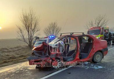 Două autoturisme s-au făcut praf într-un accident la Mircea Vodă
