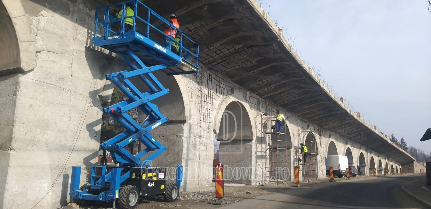 S-au reluat lucrările la pasarela Găești, pe DN 61
