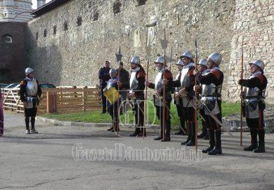 Străjerii gărzii Cetății Făgăraș vor anima, duminică, 9 mai, Palatul Potlogi