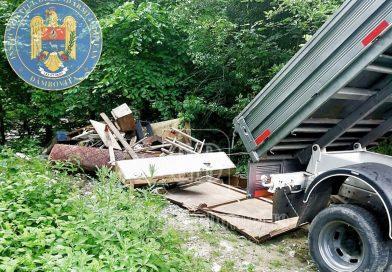 Doi bărbații încercau să scape de deșeuri aruncându-le pe Valea Mușchiului (Moroeni)