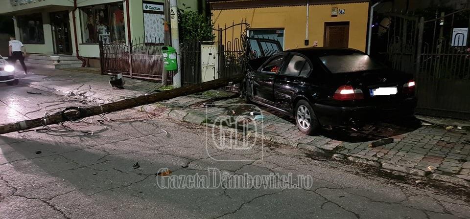 Șoferul BMW-ului care a lovit 2 mașini, un stâlp și un gard, în Balaban, are 18 ani și era băut