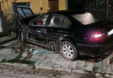 Accident noaptea trecută, în Balaban. Pagube importante după ce doi tineri au încercat să scape de poliție