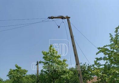 CORBII MARI: Rețeaua electrică, afectată de furtuna de noaptea trecută