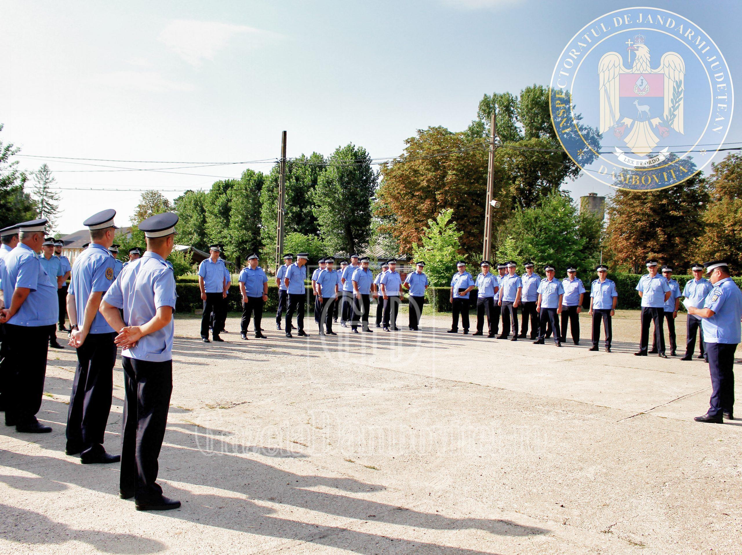 Festivitate în cadrul Jandarmeriei dâmbovițene. 73 de jandarmi au fost avansați