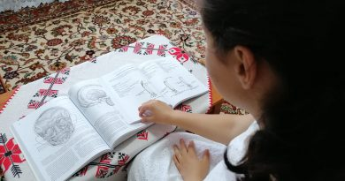 O familie iubitoare rescrie povestea unui copil abandonat! Anamaria își urmează visele cu ajutorul asistentului maternal
