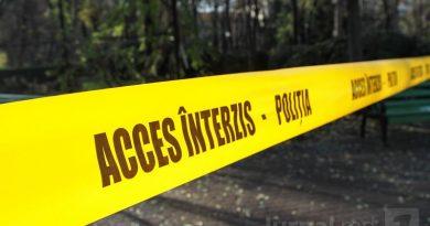 Moroeni: O mașină s-a răsturnat într-o râpă. Patru oameni se aflau în autoturism