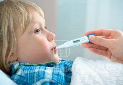 Cum știm când copilul are o infecție Covid-19, nu doar o răceală? Trei semne la care să fim atenți