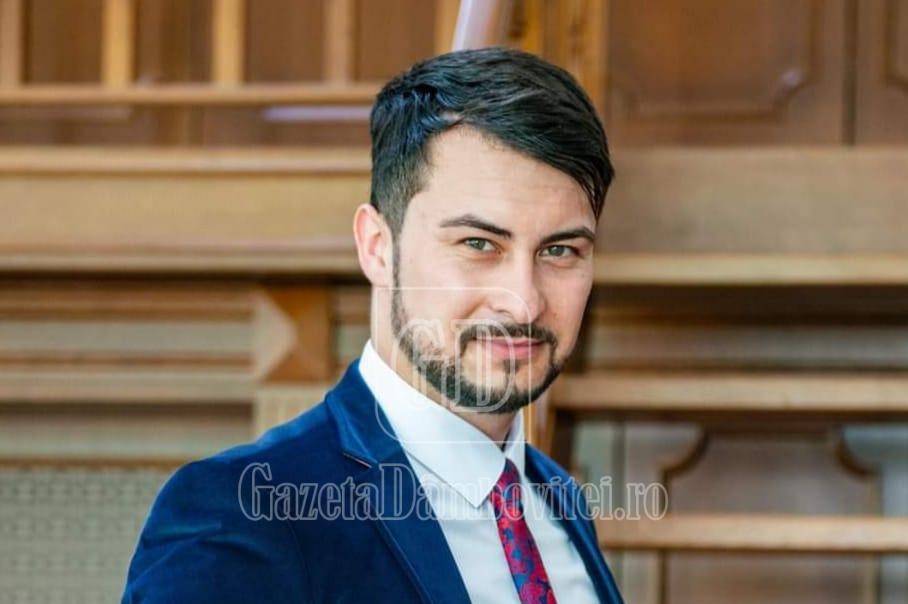 Profu' de română, model pentru dascălii din toată țara! Florentin va pregăti gratuit un elev de clasa a VIII-a