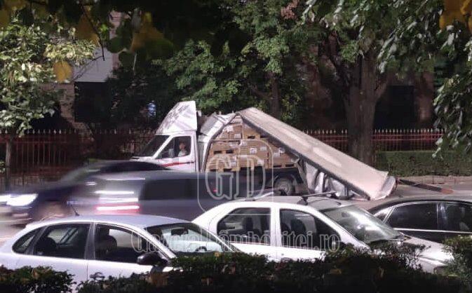 De la cititori: Incident în fața Colegiului Ienachiță Văcărescu