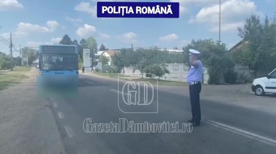 Polițiștii au verificat peste 60 de autovehicule destinate transportului public de persoane