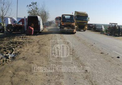 DN 7, curățat de noroiul lăsat de utilajele agricole